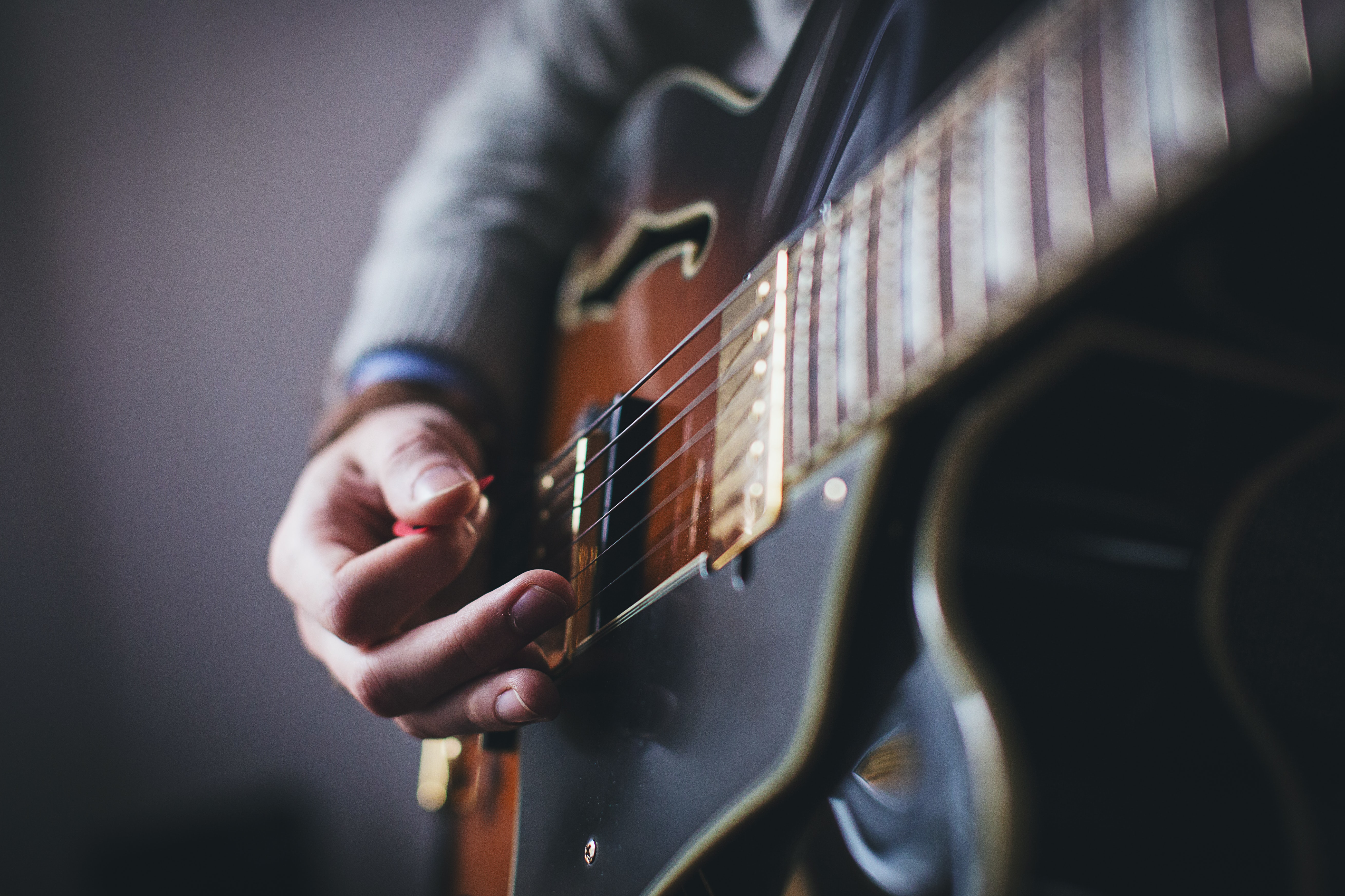 Joel Vallone guitar (2)