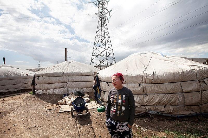 800px-Ger_District_near_power_plant_Ulaanbaatar_-_Nathalie_Daoust