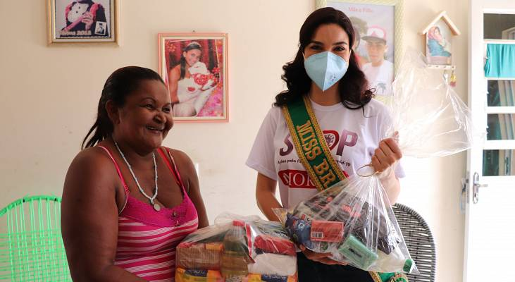 Julia-Gama-Miss-Brazil-Universe-working-with-Morhan-to-deliver-food-baskets-to-people-affected-by-Hansen%E2%80%99s-disease-with-support-from-the-Sasakawa-Health-Foundation.-Photo-Morhan